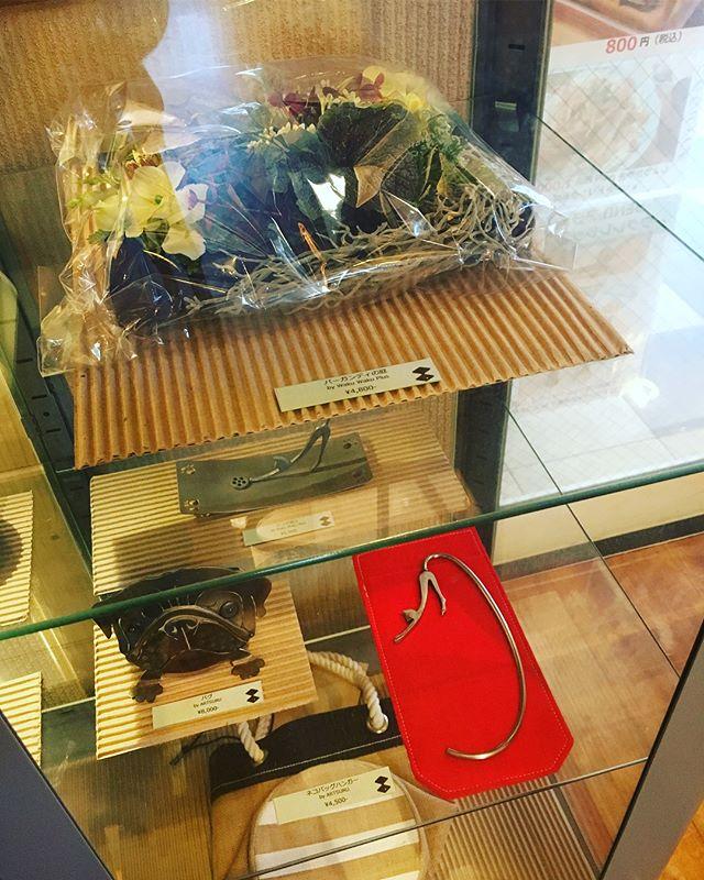 デノアラジンでは、こだわりの作家さんによる一点物の販売もしている訳ですが、本日、デニムリメイクのバッグがお嫁にいきました^ ^アスリートでもあるお客様は、しなやかな強さのあるとても素敵なレディで、バッグもとてもお似合いでした(^.^)ありがとうございました!#デニムリメイクバケツトート #WAKUWAKUPLUS #デノアラジン #モーニング