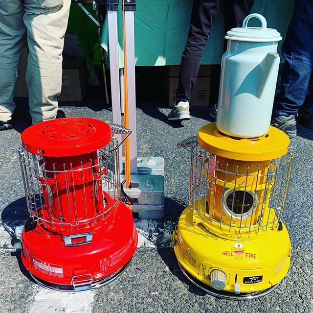 小さくてカワイイアラジンブルーフレーム。カセットガスを使って何処にでも持っていけるが、クオリティはブルーフレームをしっかりと受け継いでますよー!TOKYO OUTDOOR WEEKEND 2019にて#アラジンストーブ #デノアラジン #アラジントースター #江ノ島 #すばな通り #aladdin_blue_flame_heater  #deno_feat. Aladdin #湘南 #ちょい飲み #朝からビール